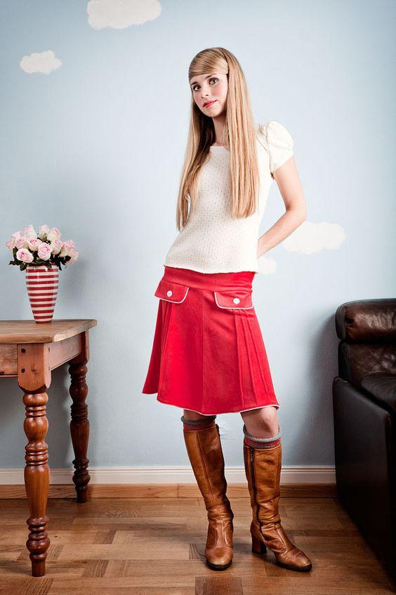 Roter Nickyrock mit 60er Jahre Taschen