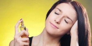 Gosta de cabelos cheirosos? Então aposte em um perfume para cabelos.