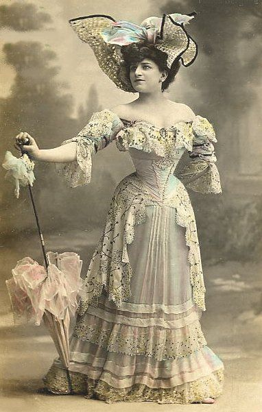 Fashion photos & historical trends in fashion through history.: