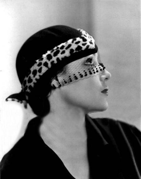 Dolores del Rio---do like veils