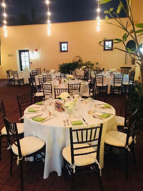 Chiavari Chairs Green Napkins And Gold Accents Yourmiamiwedding Pcsevents Miamicatering Amiamipartyrental Catering Design Event Catering Green Napkins
