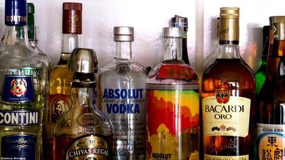 Drank Drinken/Uitgaan/Feesten/Altijd plezier/Geld/Wodka/Mixen/Party/Feest/Sigaretten/Dronken/Grappige gesprekken Foto door: Camila Minato (Creative Commons) Jaar: 2013