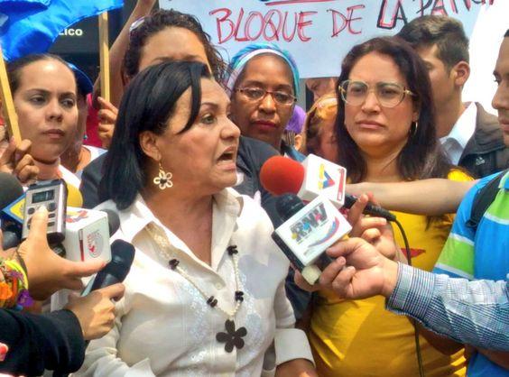 @HogarDeLaPatria : RT @madredelbarrio: DESDE EL MINISTERIO PÚBLICO ALZAMOS LA VOZ PARA RECHAZAR LAS AMENAZAS DE LA DERECHA AL CAMARADA HECTOR RODRÍGUEZ https://t.co/UFCkqeky6D