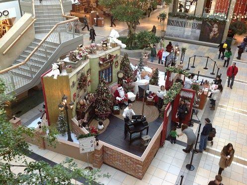 Noël 2012 approche et Père Noël rencontre ses fans... dans les centres d'achat!