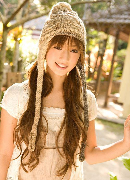 ニット帽をかぶっている小倉優子