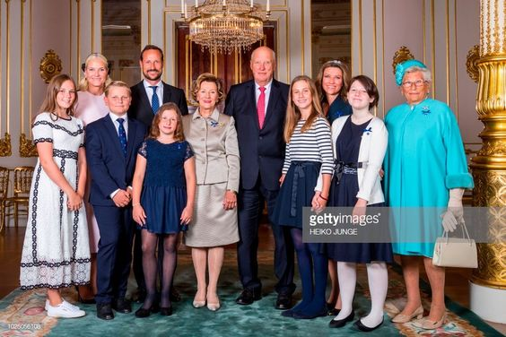 The Royal Family pose for a photo (L-R) Princess Ingrid Alexandra, Crown Princess Mette-Marit, Prince Sverre Magnus, Emma Tallulah Behn, Crown Prince Haakon, Queen Sonja, King Harald, Leah Isadora Behn, Princess Martha Louise, Maud Angelica Behn and Princess Astrid, Mrs Ferner to celebrate the golden wedding anniversary of the King and Queen in Oslo, Norway on August 29, 2018. (Photo by Heiko JUNGE / NTB Scanpix / AFP) / Norway OUT