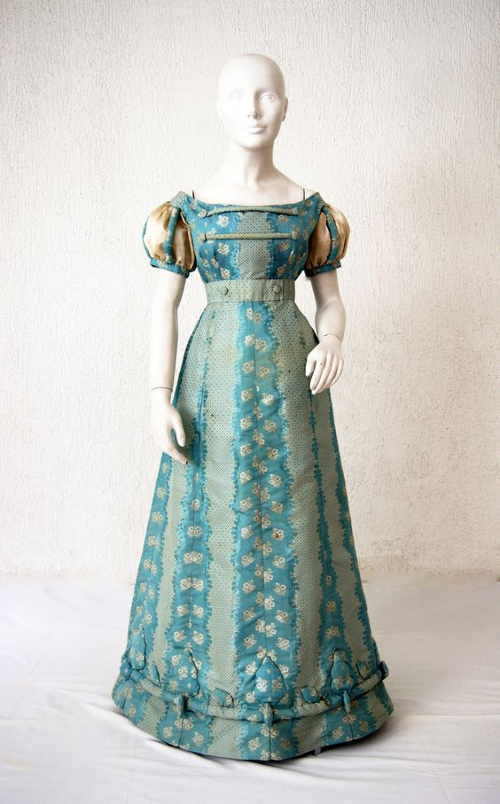Evening dress ca. 1820 From the Patrimonio Histórico Familiar: