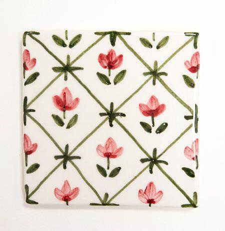Carreaux biscuit de terre cuite blanche peint motif fleur for Carrelage peint main