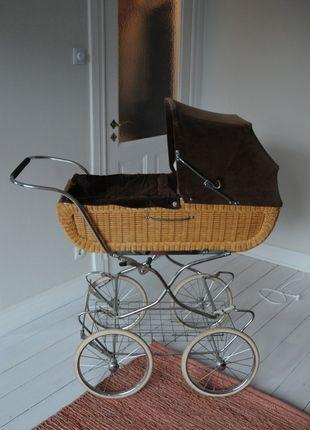 www.mamikreisel.de -  Nostalgie Kinderwagen 70er Jahre Cord / Rattan / Korb super erhalten #Mamikreisel