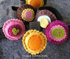 Wrist pincushions: Pincushions ̷̴, Felt Fabric Crafts, Textile Pincushions, A Pincushions, Sewing Creativity, Pincushions Kellie, Crafts Felt, Crafty Felt, Maize Likes