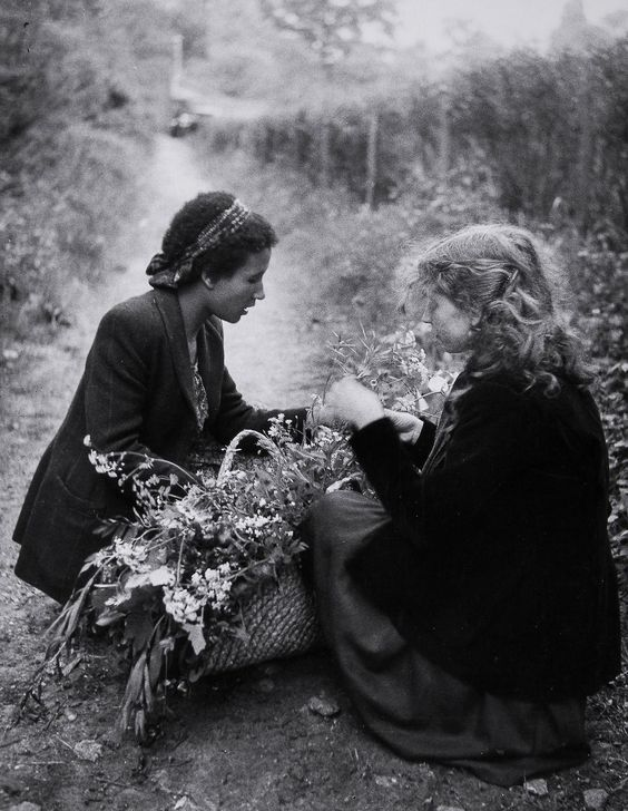 Edouard Boubat :: Seguis and Lella, 1949 / source: blouinartinfo.com more [+] by this photographer