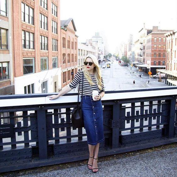 Pin for Later: 11 Herbst-Trends, die man auch im Hochsommer schon tragen kann Ein geknöpfter Jeans-Rock