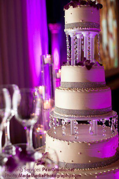 Wedding cake by Pearl Studio. 4 layers
