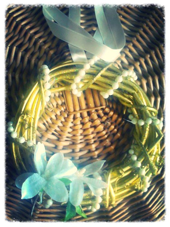 Ghirlanda dorata con tonalità chiare per illuminare..
