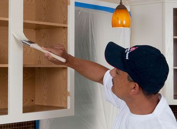 Advice and info for painting kitchen cabinets with ADVANCE Waterborne Interior Alkyd Paint from Benjamin Moore