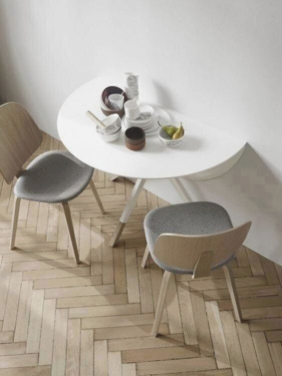 The Billund Round Dining Table Adapts To You Breakfast For Two Or An Intimate Dinner Pa En 2020 Table De Cuisine Pliante Petite Table A Manger Table A Manger Pratique