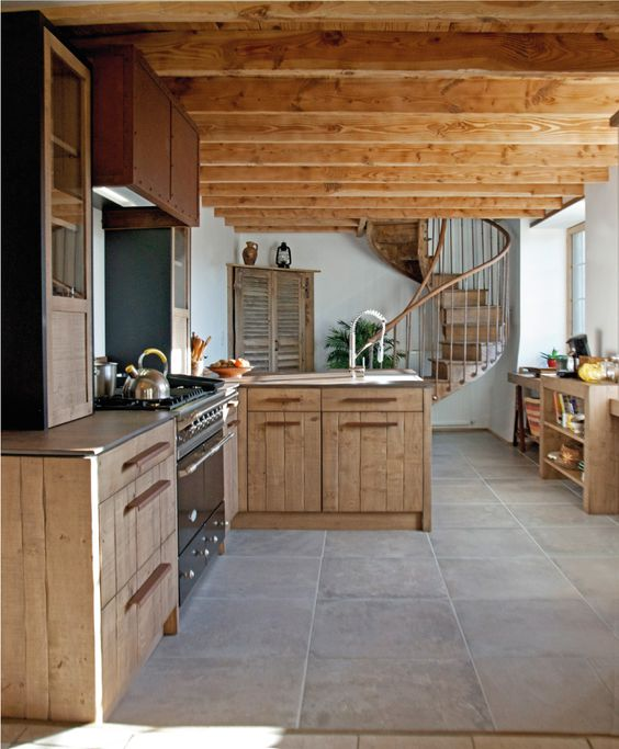 Du bois atelier and cuisine on pinterest for Hotte industrielle cuisine