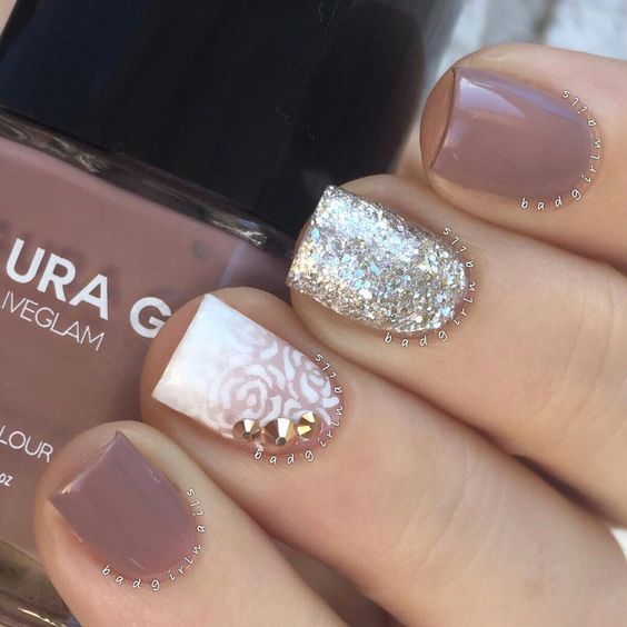 """""""This mani might be one of my all time favorites✨ Didn't want to take it off Featuring """"Cashmere"""" and """"Glisten"""", part of a limited edition collection I…"""""""