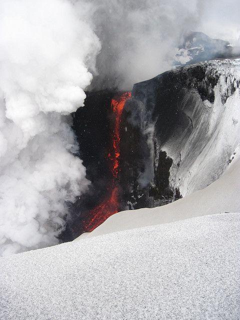 volcanic eruption by Reir, via Flickr