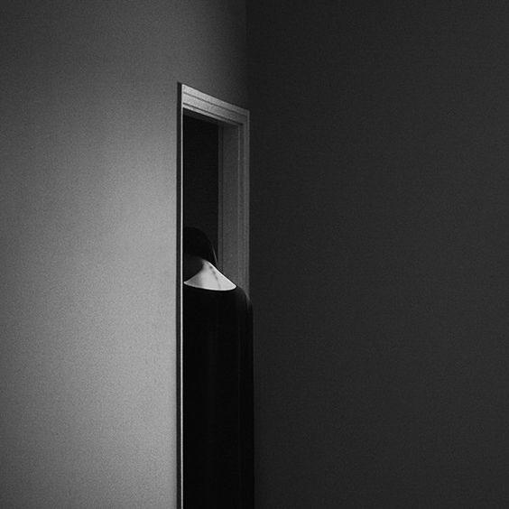 Les Autoportraits Noir et Blanc de Noell Oszvald - Chambre237: