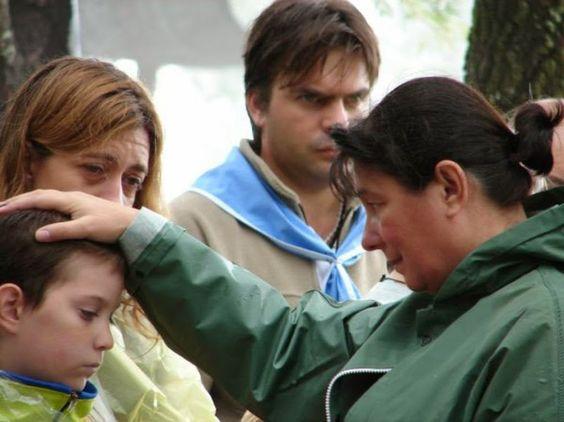 ..dicen q Maria Libia no te mira, q es la Vírgen de Salta... a este niño lo está mirando y a mi también. Ella tiene esposo y 3 hijos.