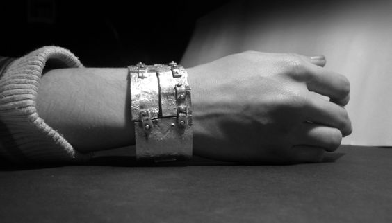 Contemporary jewelry Jina González