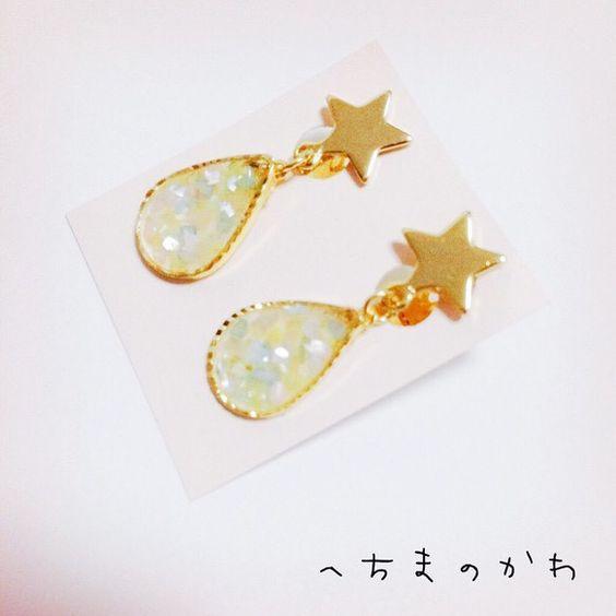パステルカラーのシェルが詰まった涙型のイヤリングです。ゴールドのお星さまが可愛らしい印象です。動くたびに涙部分がゆらゆらと揺れます。素材/レジンサイズ/涙部分...|ハンドメイド、手作り、手仕事品の通販・販売・購入ならCreema。