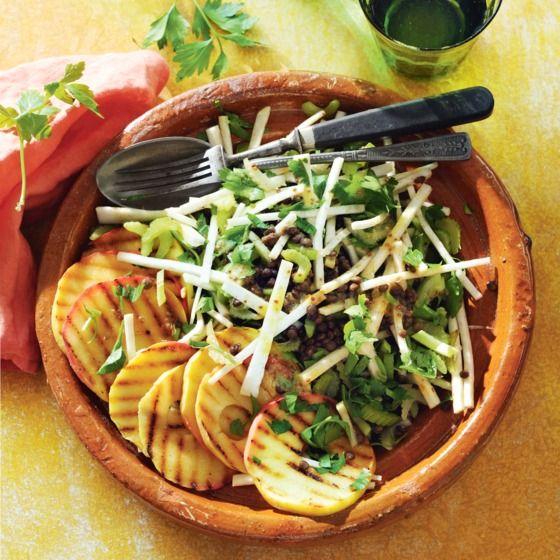 Frisse selderijsalade met linzen en gegrilde appel