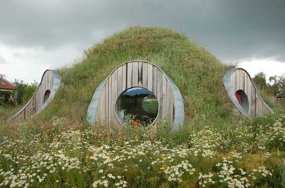 award winning experimental construction of straw dome in senec slovakia by createrra with prof. gernot minke
