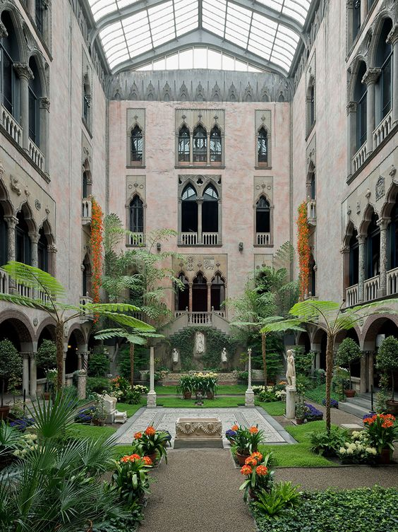 The Local 39 S Guide To Boston The Courtyard Museums In