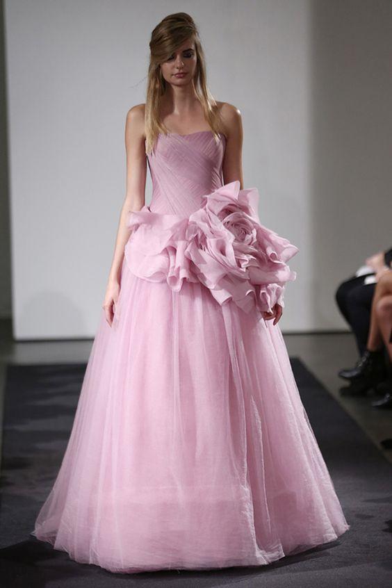 Vestido de noiva rosa de Vera Wang outono 2014. #casamento #vestidodenoivarosa #VeraWang