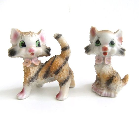 Figurines de chat Vintage, Japon tigre rayé chats Tabby, fleur rose Colliers Vintage Kitsch chat chaton chiffres
