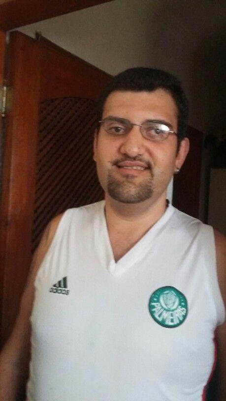 Thiago pronto para assistir o jogo do Palmeiras