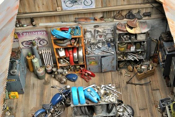 Impressive diorama of a motorcycle shop by Anders Malmberg - LGMSports.com