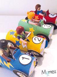 Trois, deux, un, partez !Découvrez comment réaliser des voitures colorées en carton et organisez une course endiablée avec les Playmobil® aux commandes de ces joyeux petits bolides !