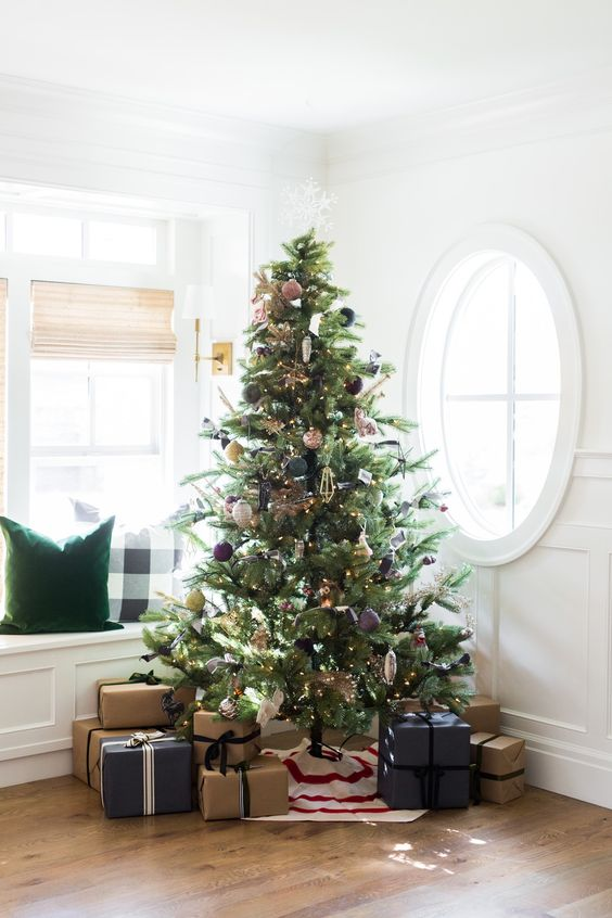 The most stunning Christmas trees -minimal christmas trees and minimal decor, winter white, red and white, faux, frosted, flocked christmas trees.