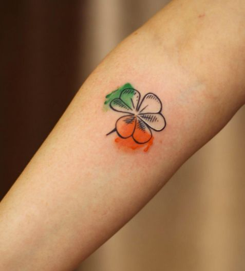 Irish clover tattoo by Cindy Vanschie