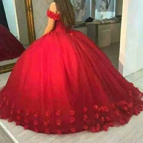 Hermoso Vestido De Quince Años Rojo Con Flores Abajo Rojo Y