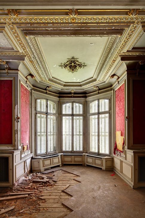 Chateau Lumiere (by earthmagnified)