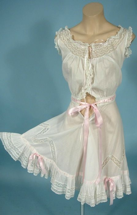 http://www.antiquedress.com/item369p.htm