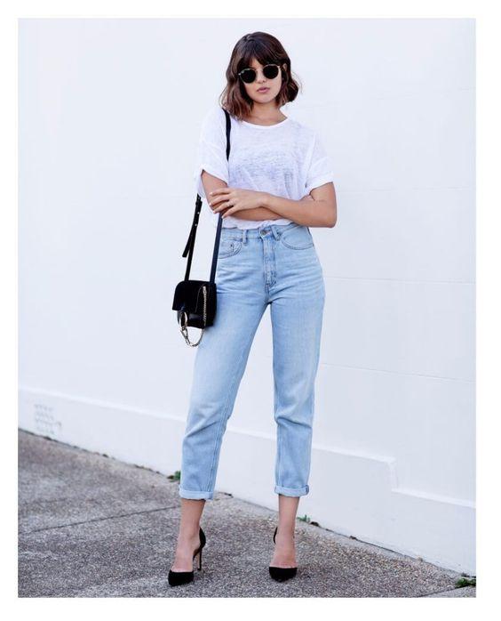 As calças Mom jeans foram um sucesso nos anos 80 e atualmente voltaram com tudo para compor looks elegantes e modernos, vai lá no blog conferir as inspirações. #momjeans #anos80 #moderno #lookdodia #moda #tendencia #fashion #fashionista #emalta