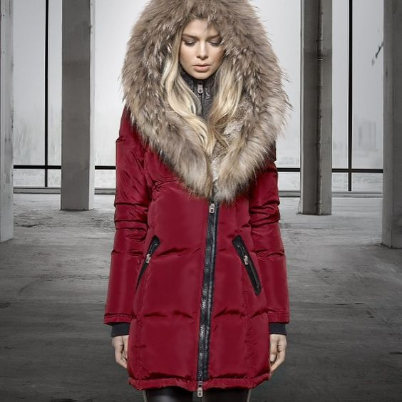 Canadian luxury outerwear designer Nicole Benisti. Gorgeous coat design !
