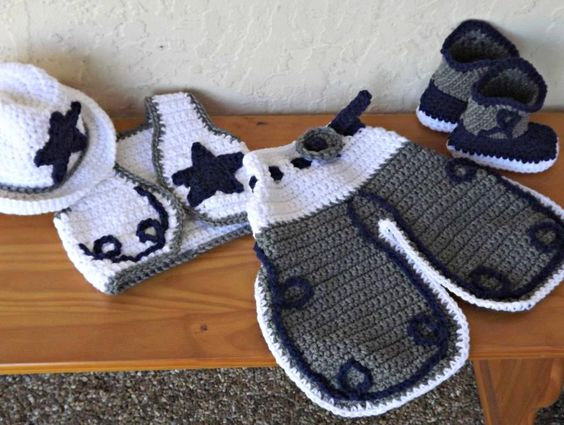 Crochet Baby Cowgirl Outfit Pattern Free : 1000+ ideas about Cowboy Crochet on Pinterest Crocheting ...