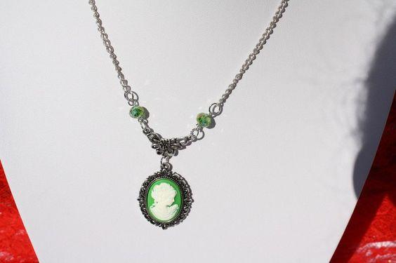 Ketten kurz - Dirndlschmuck Kette Kamee Ohrringe grün weiß - ein Designerstück…
