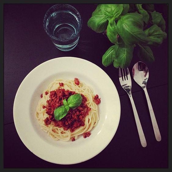 Veggie pasta sauce with spaghetti #spaghetti #pasta #vegetarian #vego #pastasauce #veggie #quorn #quornfärs #basilika #basil #dinner #middag #パスタ #バシル #晩ご飯 #Padgram