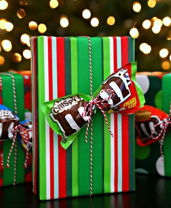 More Unique Gift Ideas and a fun way to gift wrap not just for the Christmas goliday season but any theme any time. Adding a special candy treat to your packaging - such as this M&Ms bow. . • Creative Birthday gift wrap ideas & tutorial • beautiful bow techniques for kids and adult • Creative and luxury presents for men and woman • funny and professional gift wrapping for wedding and any occasion • #giftswrappingdiy #giftswrappingbows #professionalgiftswrapping
