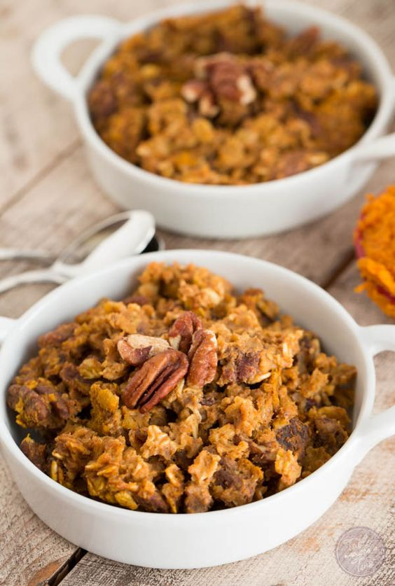 perfect Fall breakfast for a crowd! This pumpkin spice baked oatmeal ...