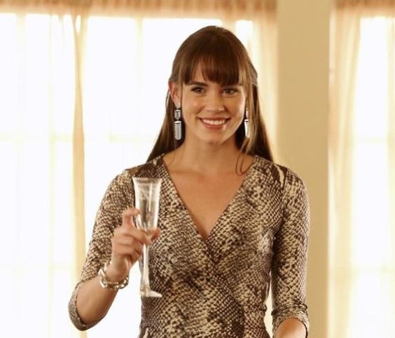 Pin for Later: 75 Stylish Reasons We'll Miss Revenge Season 3 Cheers to that exotic print, Charlotte!