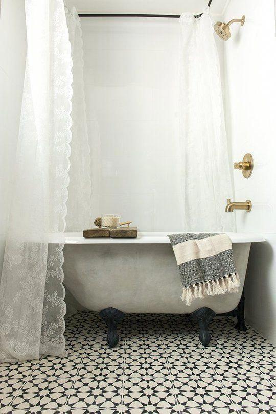 Love This Darling Small Bathroom With A Gray Clawfoot Freestanding Bathtub Wraparound Freestanding Tub Shower Clawfoot Tub Shower Curtain Clawfoot Tub Shower Wrap around shower curtain rod