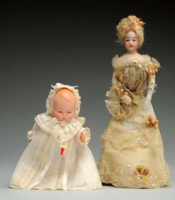 Lot of Doll House Dolls. : Lot 190